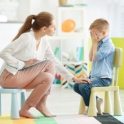 acudir con su hijo al psicólogo en Toledo